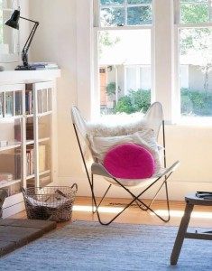 5 Favorites: Editors' Reading Chairs by Christine Chang Hanway (Photo: Matthew Williams, Black steel Butterfly chair with white canvas cover, sheepskin and pink pillow) #reading #armchairtraveler #armchair