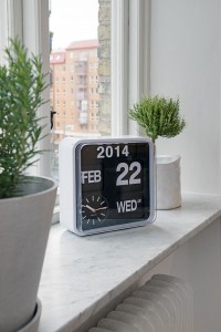 marble shelf / karlsson flip clock